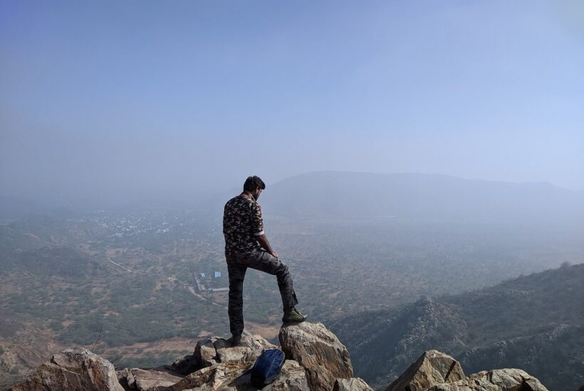 Hiking to Khudana Hills – A Morning at the top of the Aravalli hills – Offbeat & Outdoor